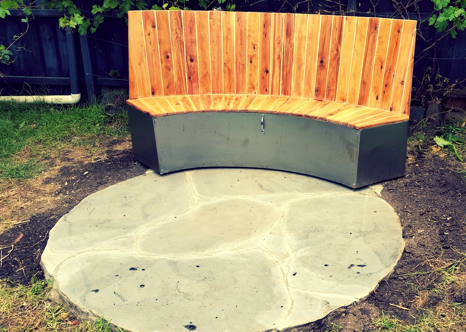 curved bench 1.jpg