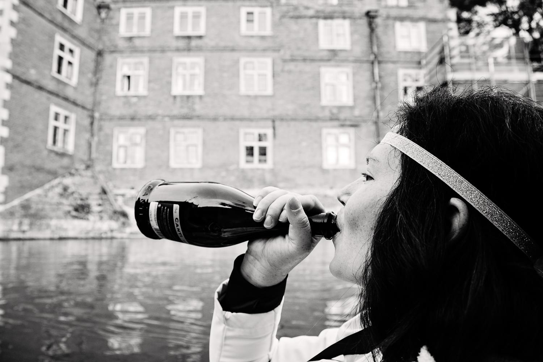 adventure-travel-photography-becky-brockie-england-cambridge-punting-beverage.jpg