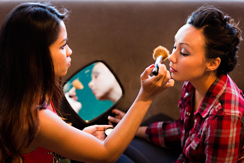 billings-montana-chanceys-wedding-brides-sister-applies-makeup.jpg