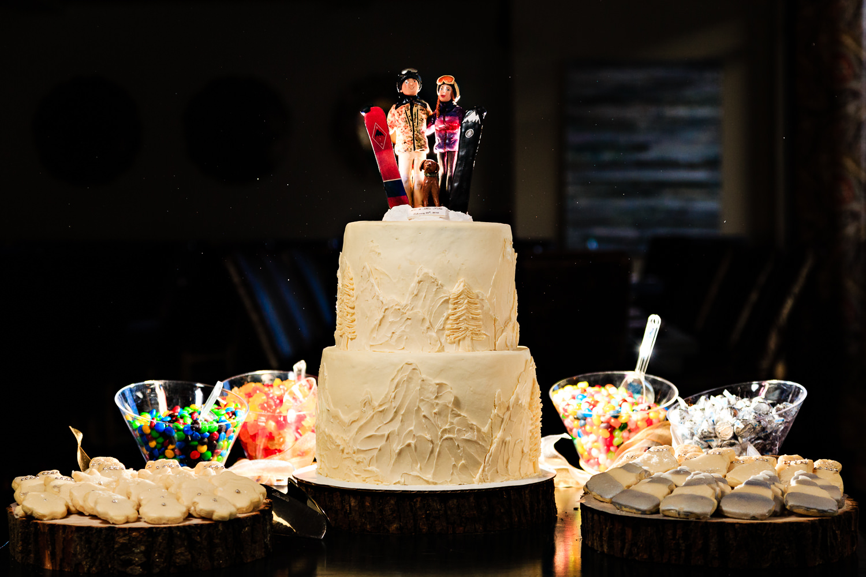 big-sky-montana-winter-wedding-breanna-reception-cake.jpg