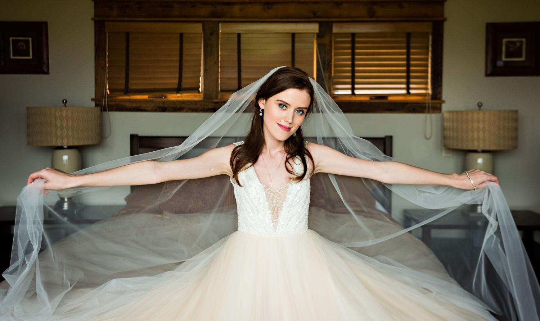 big-sky-wedding-becky-brockie-photography-bride-long-veil-nataliia.jpg
