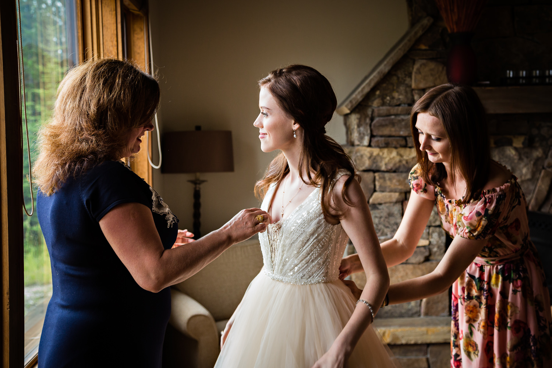 big-sky-wedding-becky-brockie-photography-bride-mom-sister.jpg