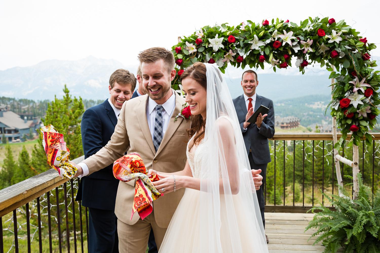 big-sky-wedding-becky-brockie-photography-wedding-ceremony-break-glasses.jpg
