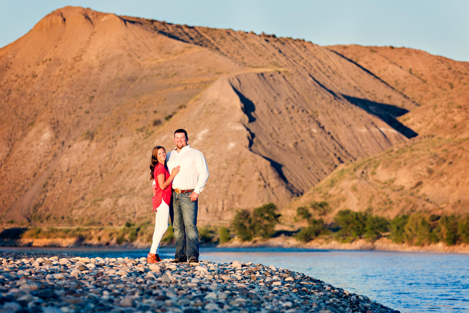 billings-montana-engagement-session-couple-at-sunset-along-yellowstone-river.jpg