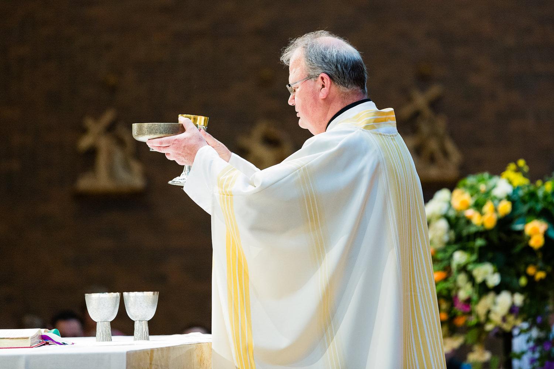 billings-montana-swift-st-thomas-priest-communion.jpg