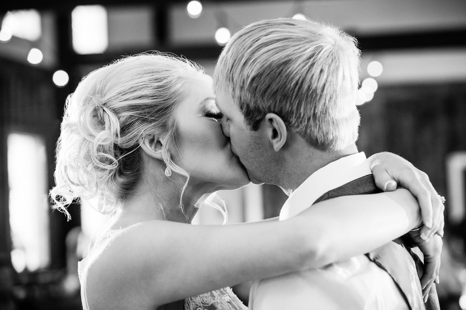 red-lodge-montana-wildflower-wedding-bride-groom-kiss-during-first-dance.jpg