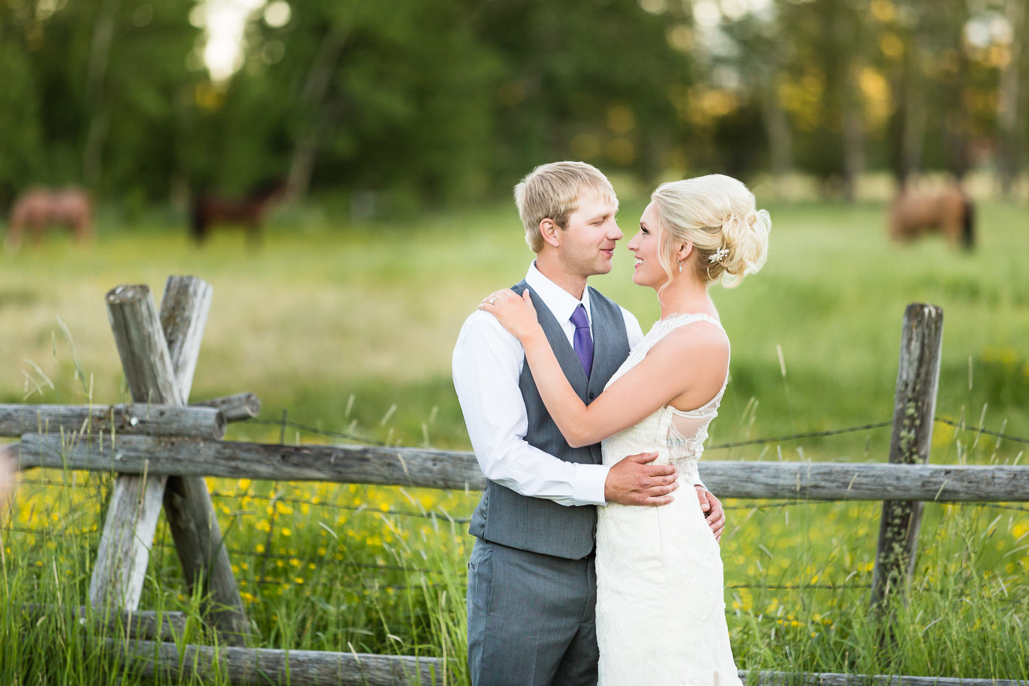 red-lodge-montana-wildflower-wedding-couple-formals-with-horse.jpg