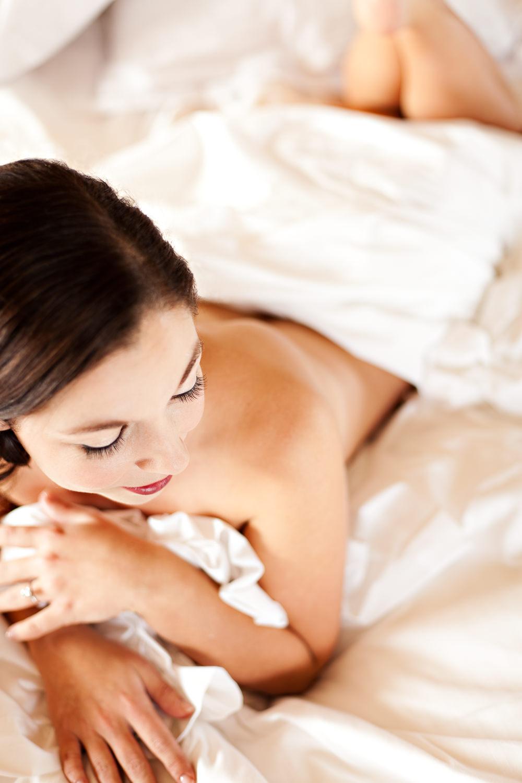 big-sky-montana-boudoir-photoraphy-big-sky-rest-woman-on-bed.jpg