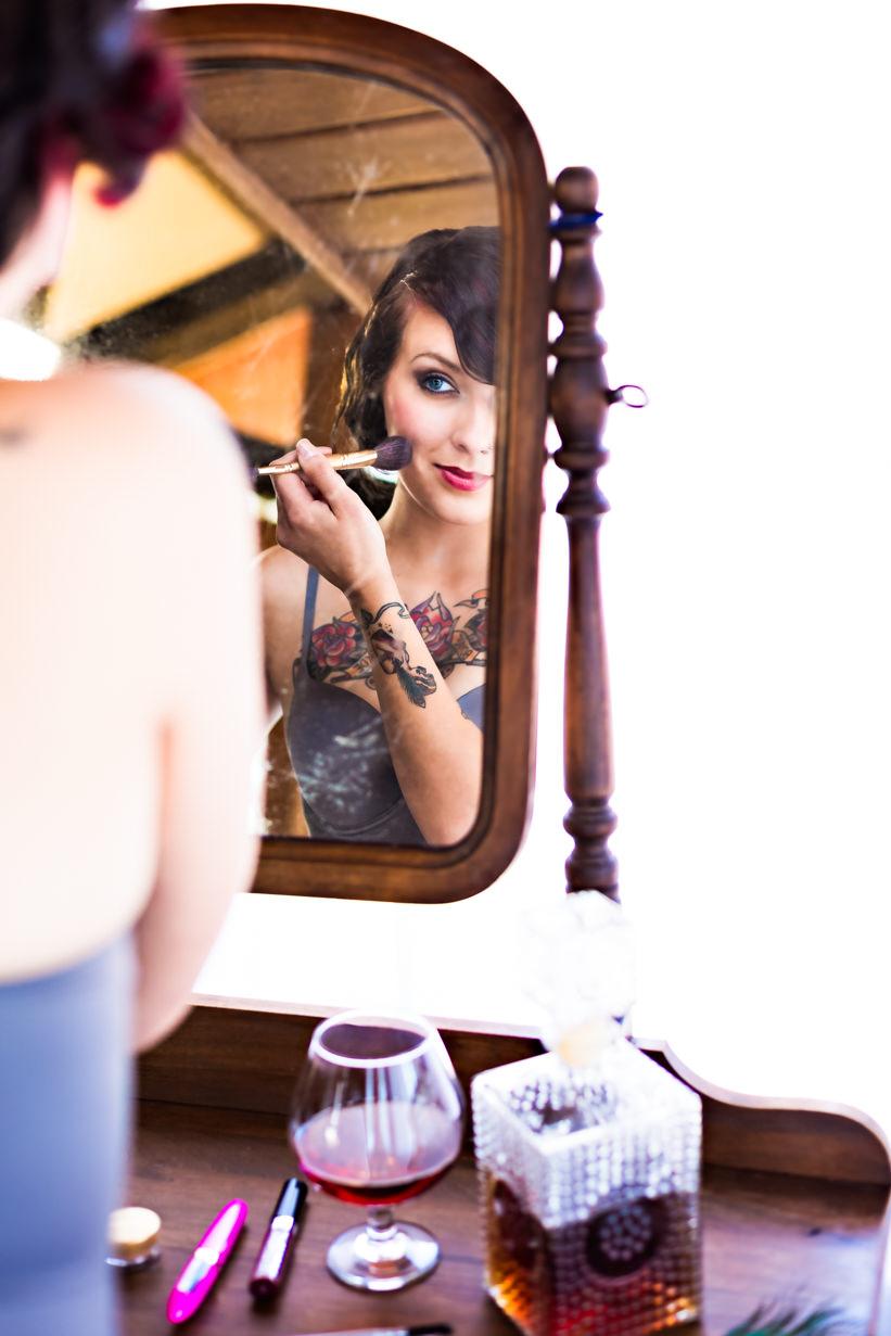 billings-montana-boudoir-photoraphy-woman-applies-blush.jpg