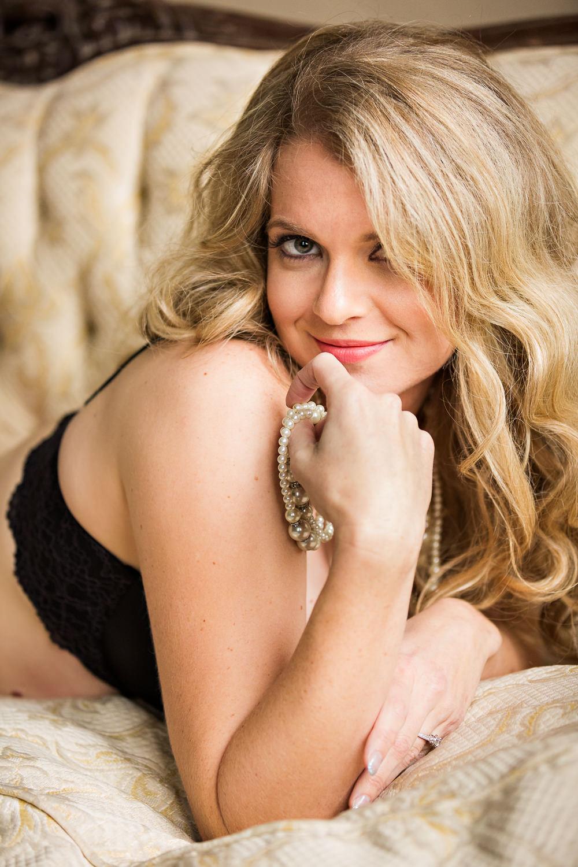 billings-montana-boudoir-photoraphy-woman-flirts-pearls.jpg
