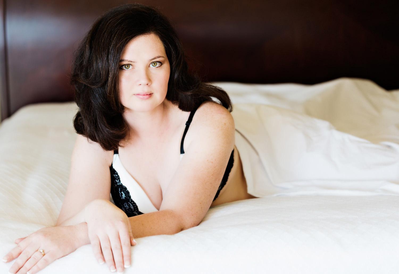 billings-montana-boudoir-photoraphy-woman-on-bed.jpg
