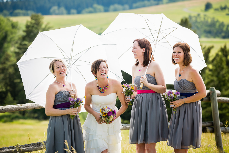 bozeman-montana-wedding-bride-bridesmaids-laughing-before-ceremony.jpg