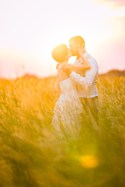 bozeman-montana-wedding-bride-groom-sunset-kiss.jpg