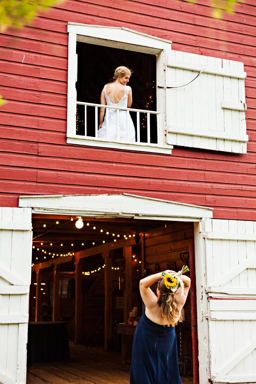 bozeman-montana-wedding-roys-barn-bridesmaid-catches-bouquet.jpg