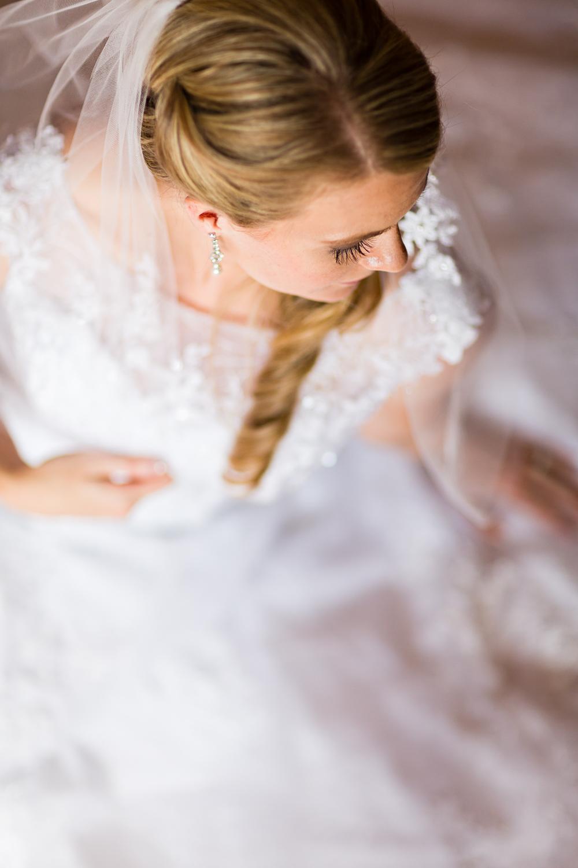 bozeman-montana-wedding-roys-barn-bridal-portrait-preceremony.jpg
