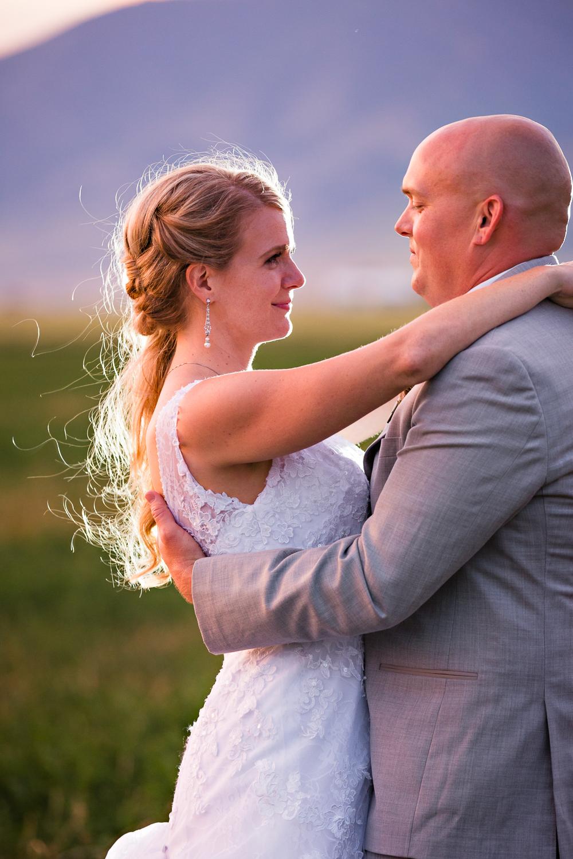 bozeman-montana-wedding-roys-barn-bride-groom-gaze.jpg