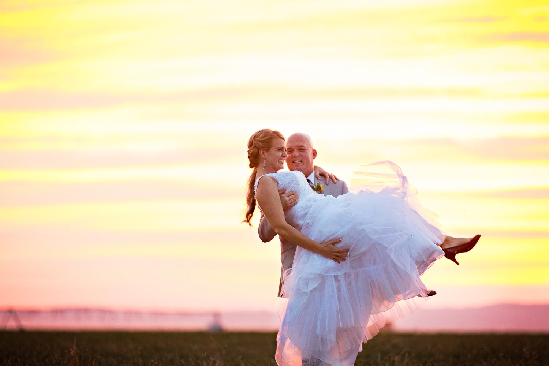 bozeman-montana-wedding-roys-barn-groom-picks-up-bride.jpg