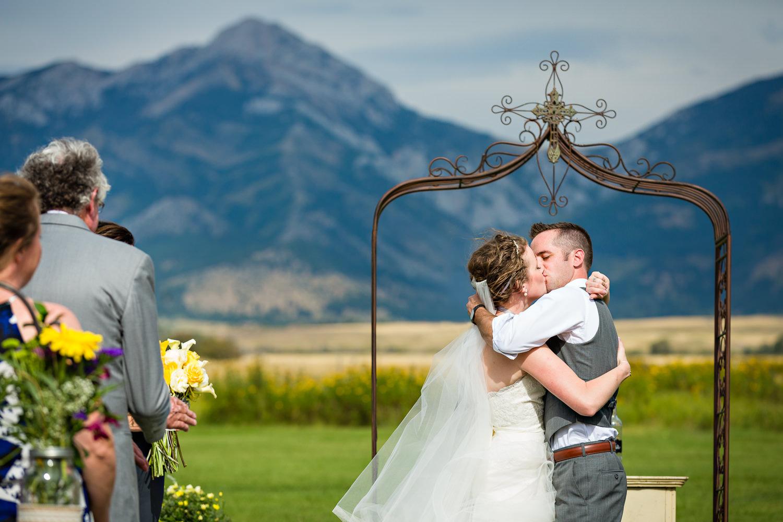 bozeman-wedding-big-yellow-barn-ceremony-kiss.jpg