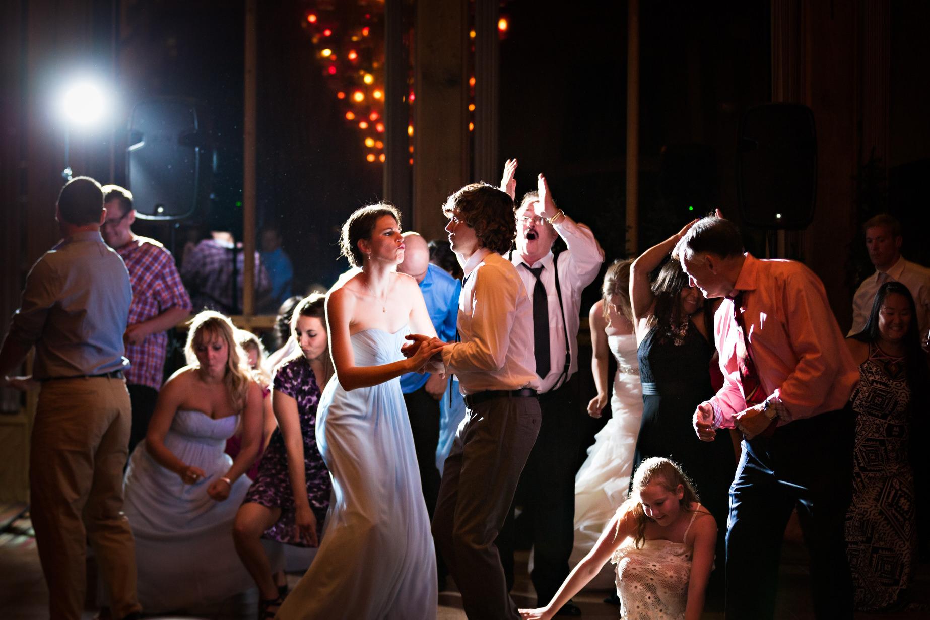 big-sky-resort-wedding-guest-couple-dancing.jpg