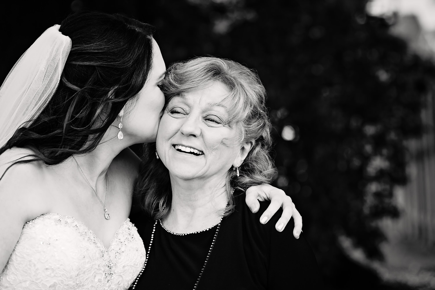 heritage-hall-missoula-montana-bride-kisses-mom.jpg