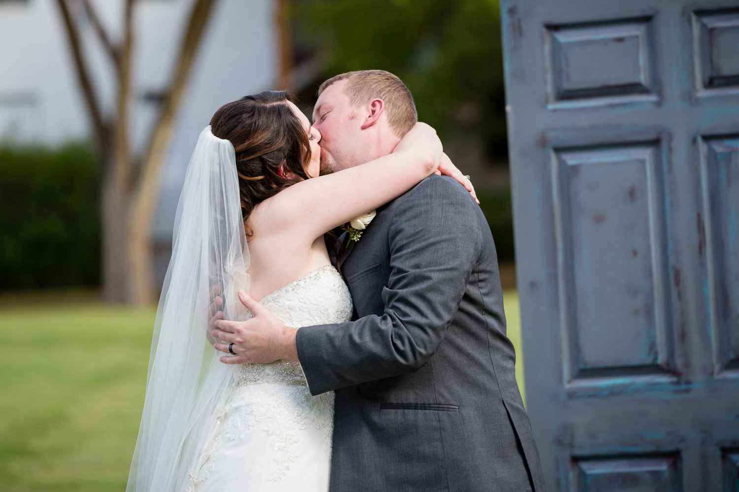 heritage-hall-missoula-montana-ceremony-kiss.jpg