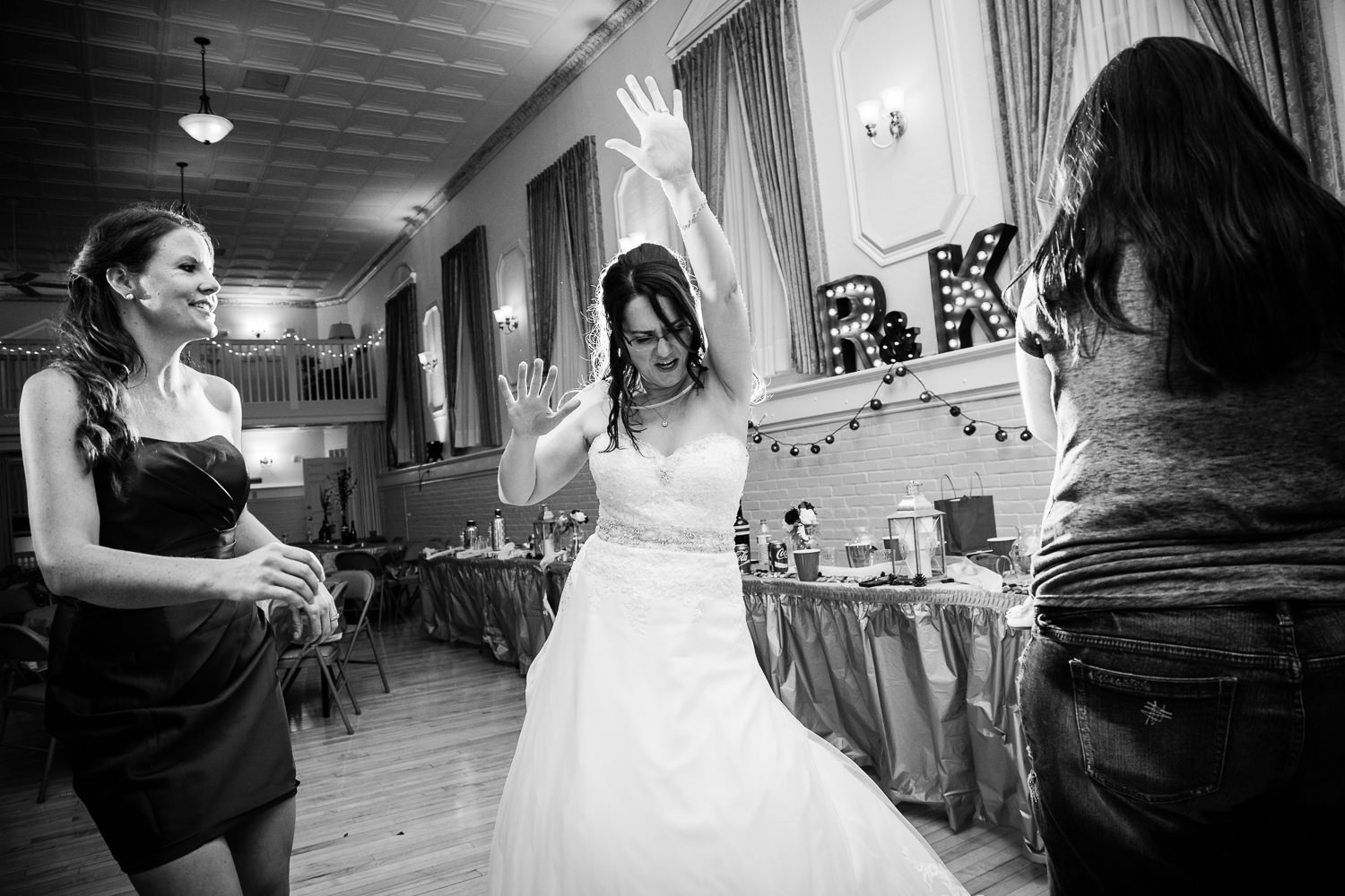 heritage-hall-missoula-montana-bride-guests-dancing.jpg