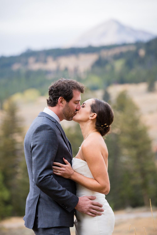 big-sky-montana-gallatin-riverhouse-wedding-under-lone-peak-kiss.jpg