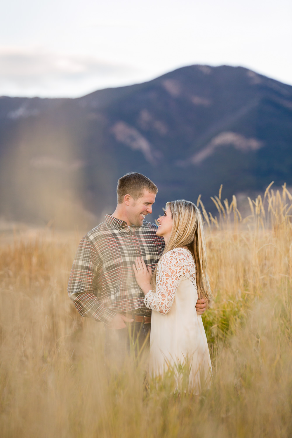 bozeman-montana-engagement-session-intimiate-couple-in-mountains.jpg