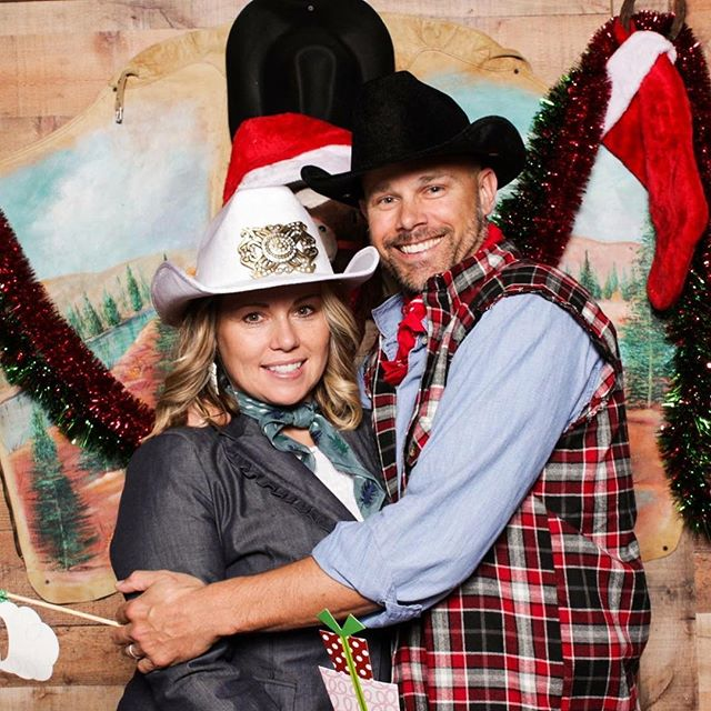 Merry Christmas Eve Eve! Anyone having a themed Christmas party?! We loved this Country Christmas themed party from earlier this month - check out all the pics on our Facebook page! 🎅🏼