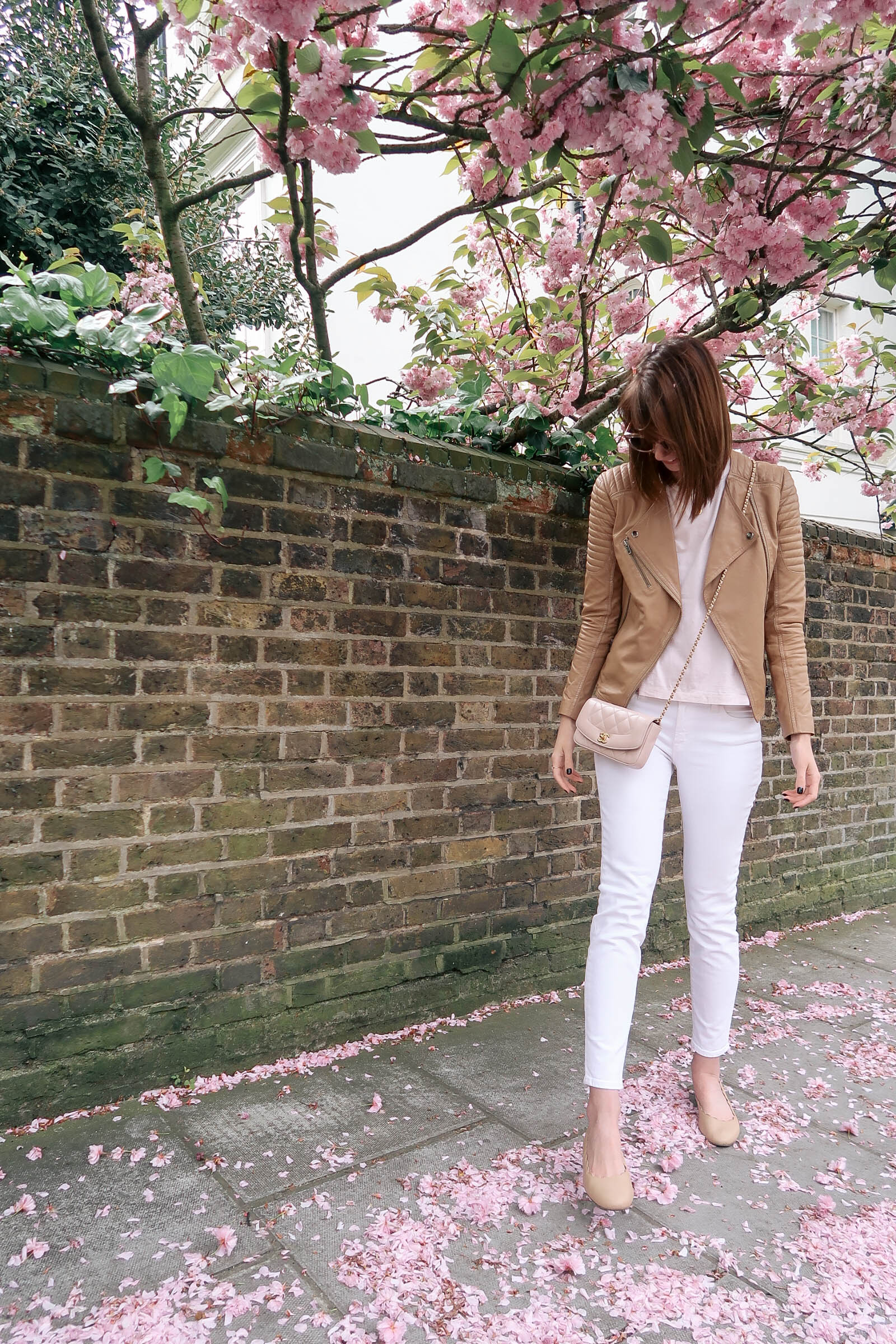 Cherry blossoms in Notting Hill, London wearing J.Crew jeans and a Chanel quilted bag | Pink, Purple and Petals | Sundays and Somedays