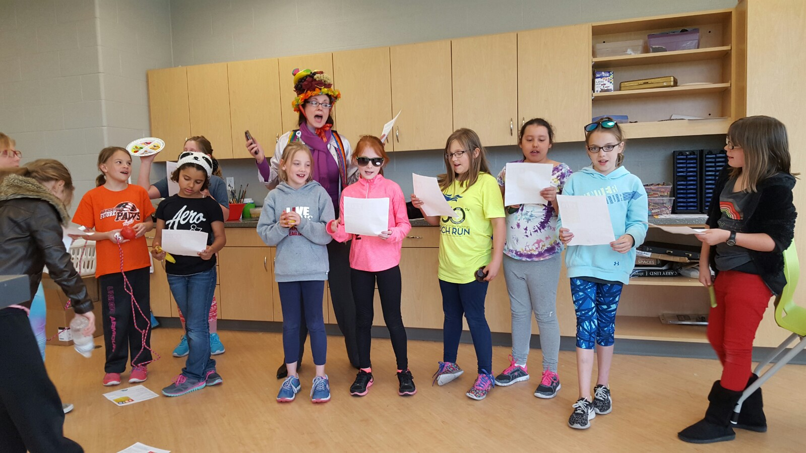 """""""FRUITY RUTY"""" sings the 5-2-1-0 Song with Laces to Leaders Participants"""