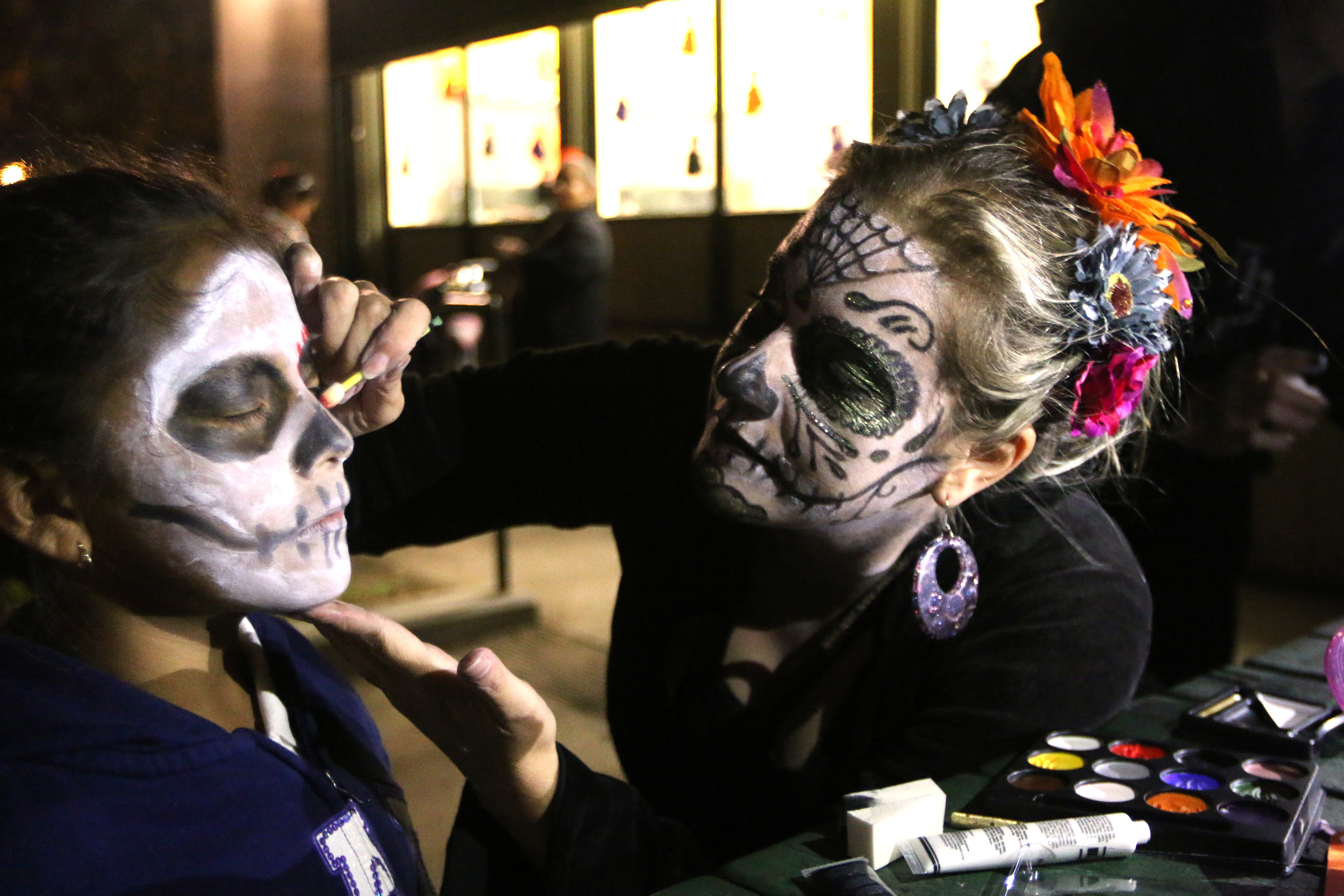 Source: http://sfbay.ca/2015/11/03/mission-honors-its-dead-for-dia-de-los-muertos/151102_dayofdead324/