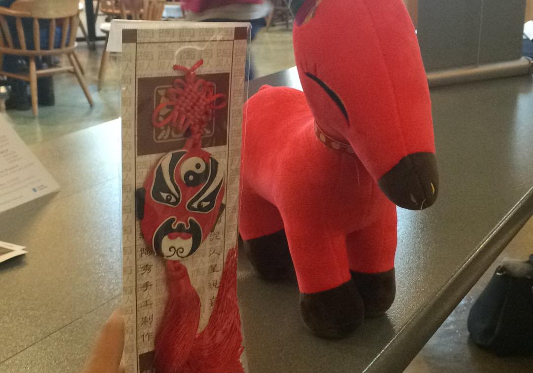募捐礼物-中国小礼品   Chinese souvenirs as gifts to donors