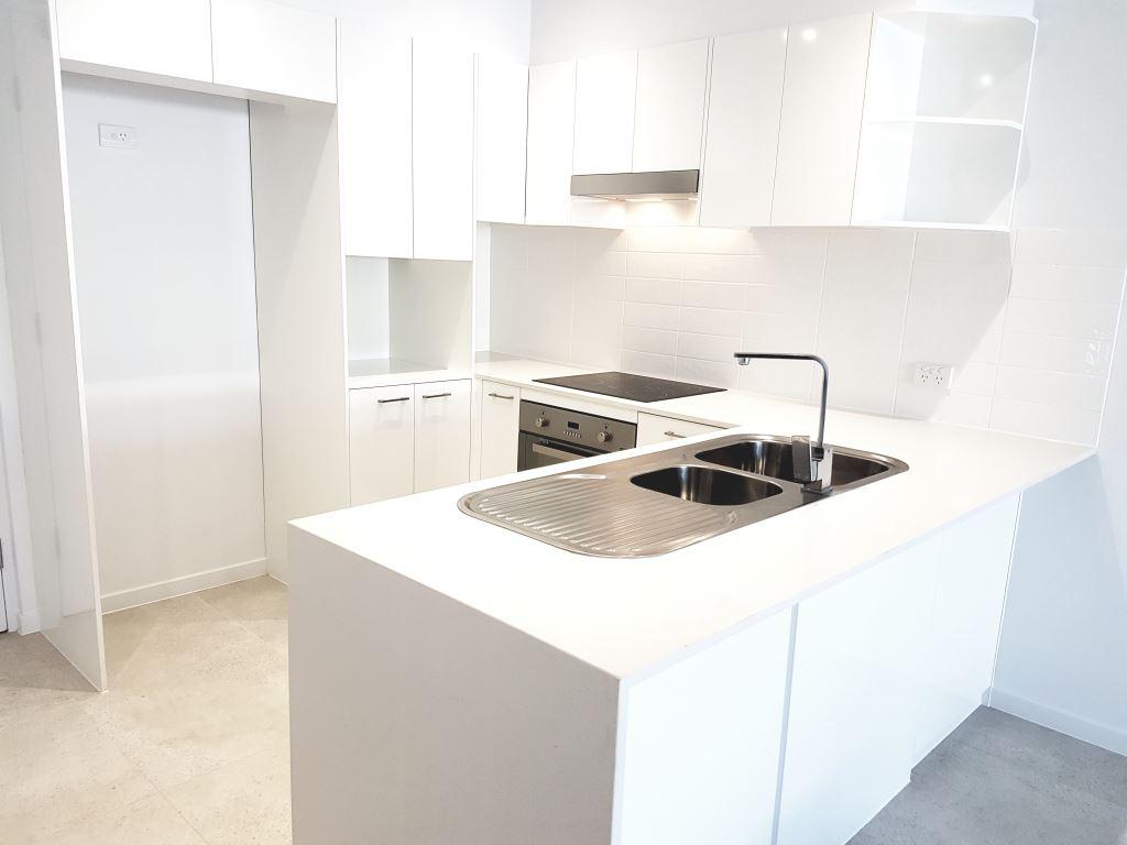 unit 25 kitchen.jpg