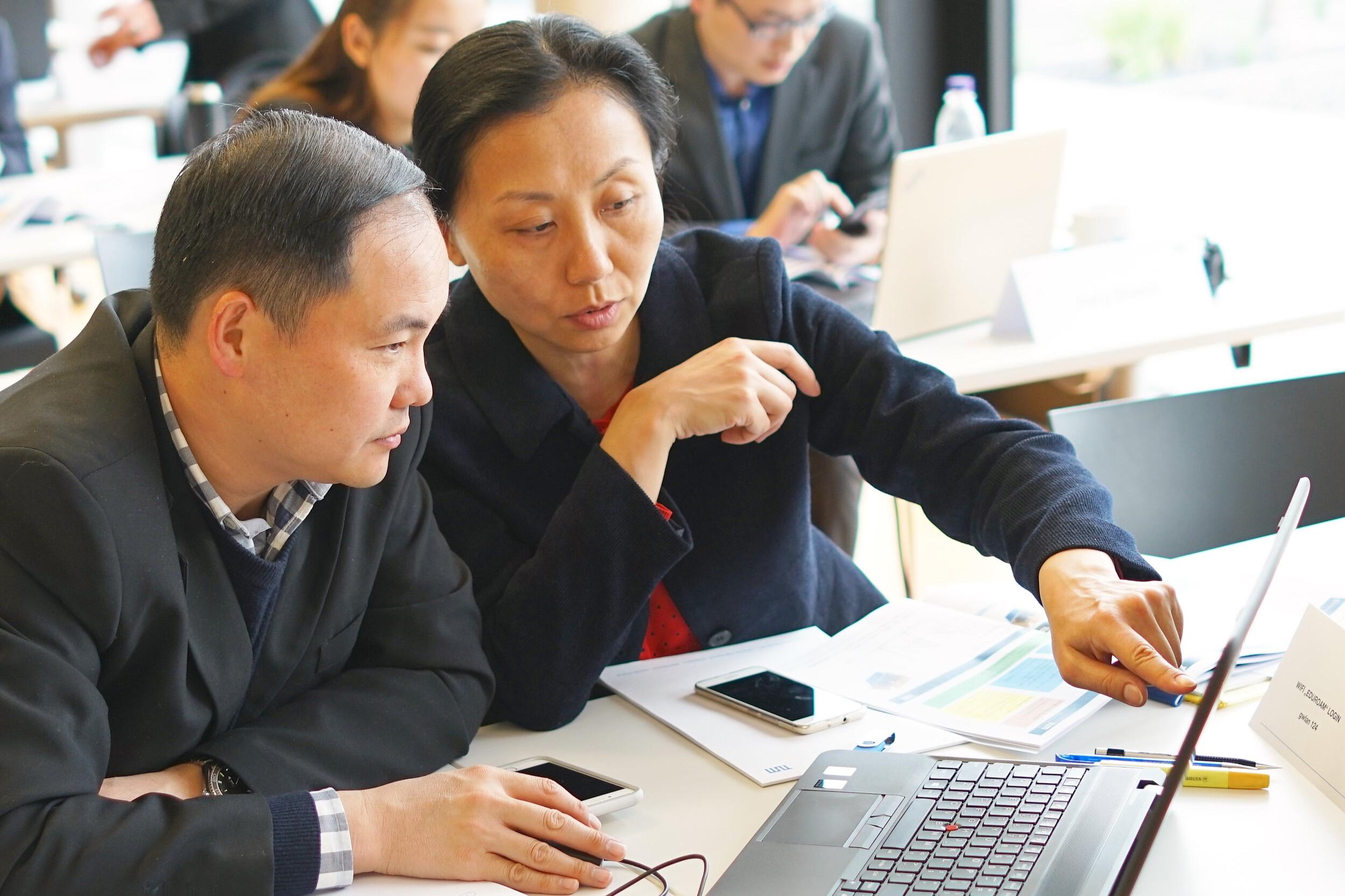 - 我们的高层管理培训为管理者和决策者提供解决方案和便利,从知名的商业领袖,经济学家和业内专家处获得第一手资料。