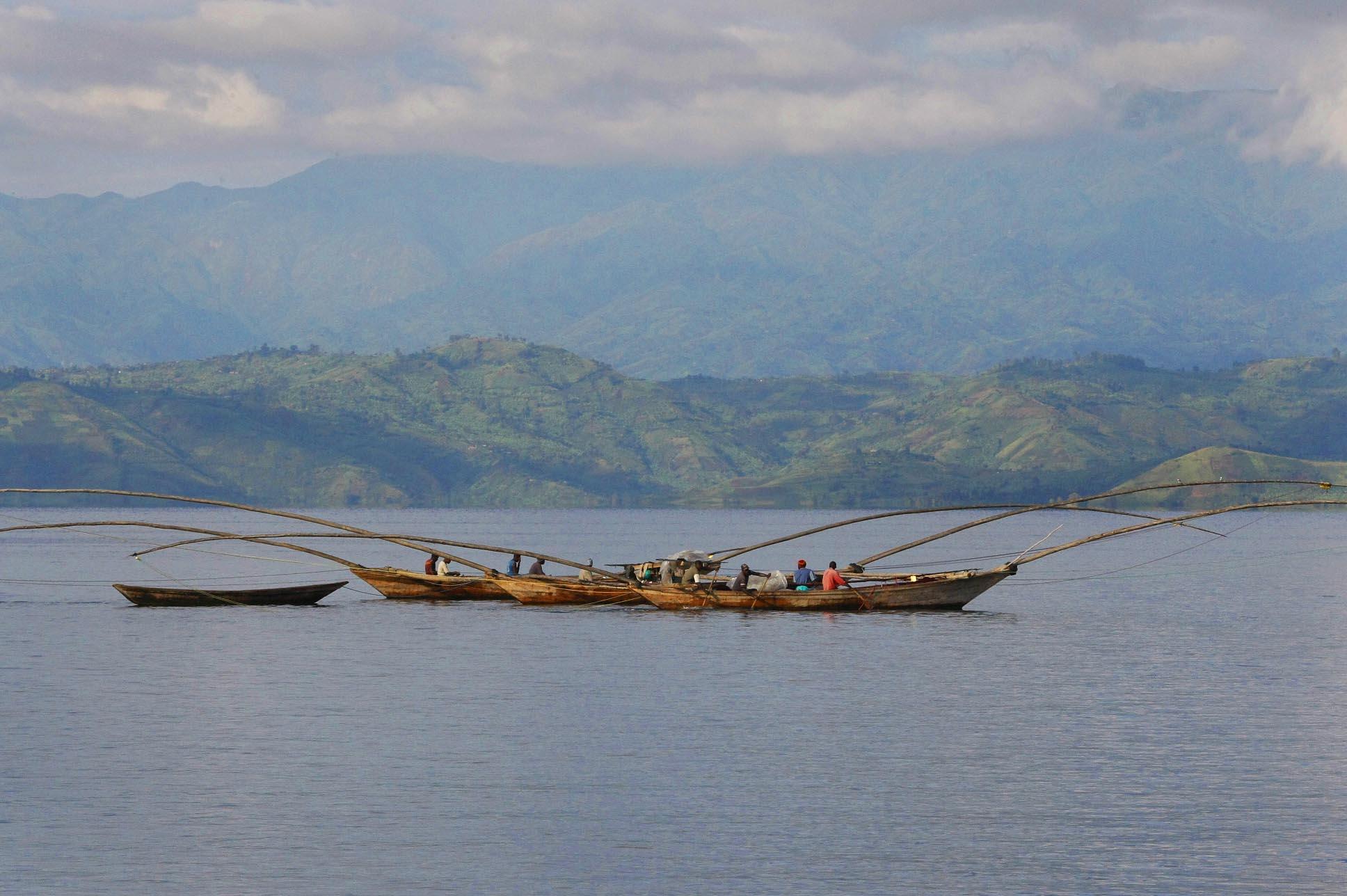 Lake_Kivu,_boats.jpg