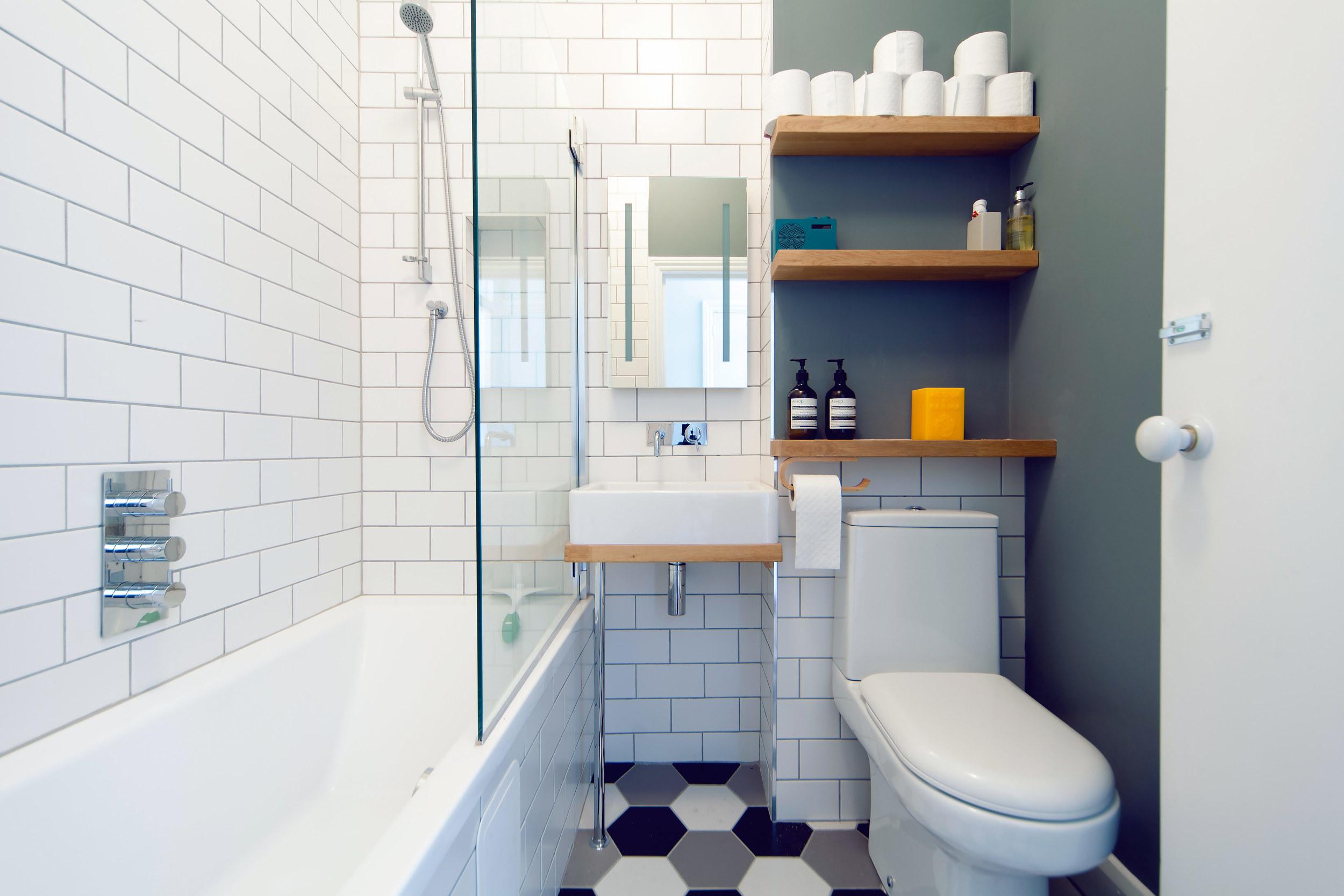 lesleybathroom.jpg