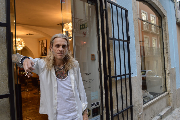 DJ by night, hair-stylist by day, Antony at Facto Cabeleireiro. Image by Kate Armstrong / Lonely Planet