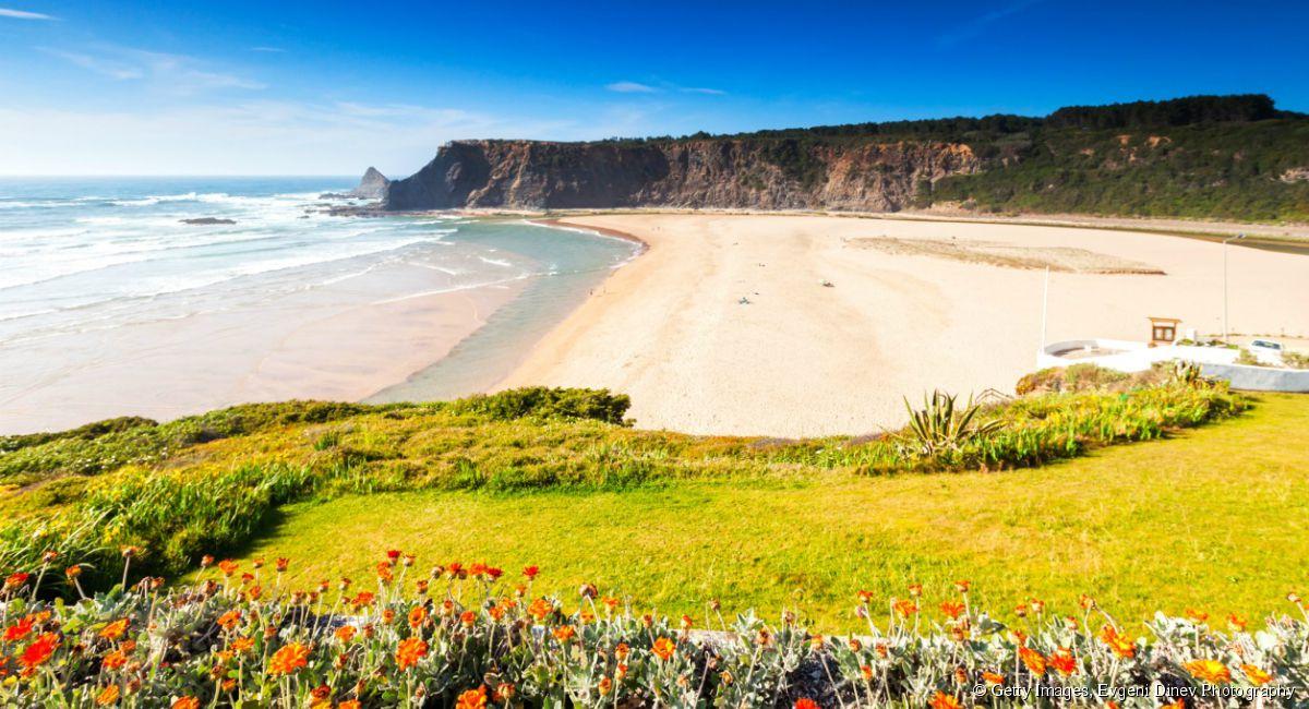 3154-la-plage-encore-sauvage-du-petit-1200x650-1.jpg