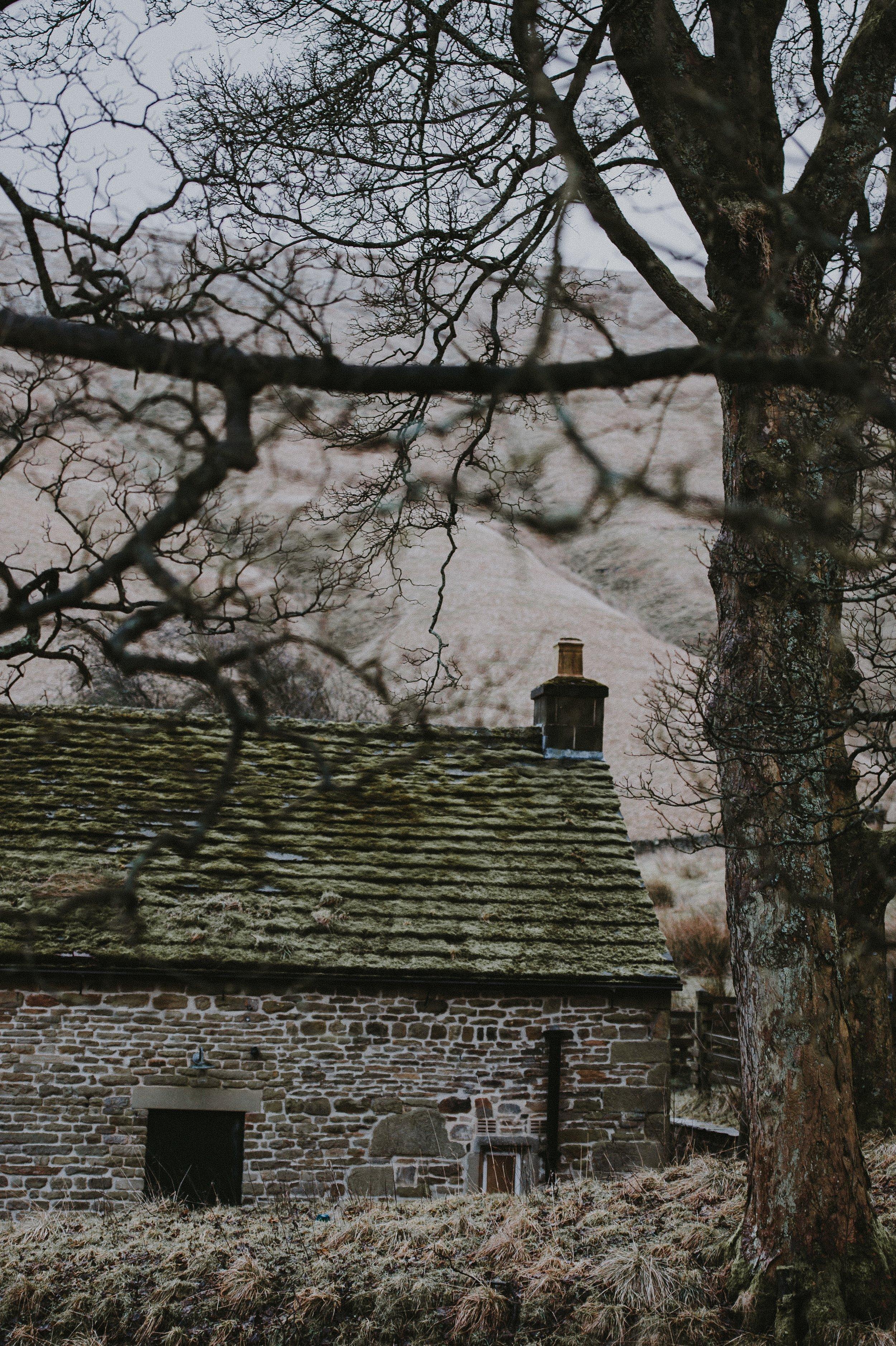 Winter-cottage-annie-spratt-unsplash.jpg