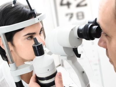 Eye_Examination_slit_lamp.jpg