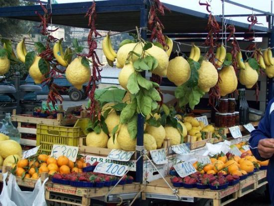 lemons-for-sale-in-sorrento.jpg