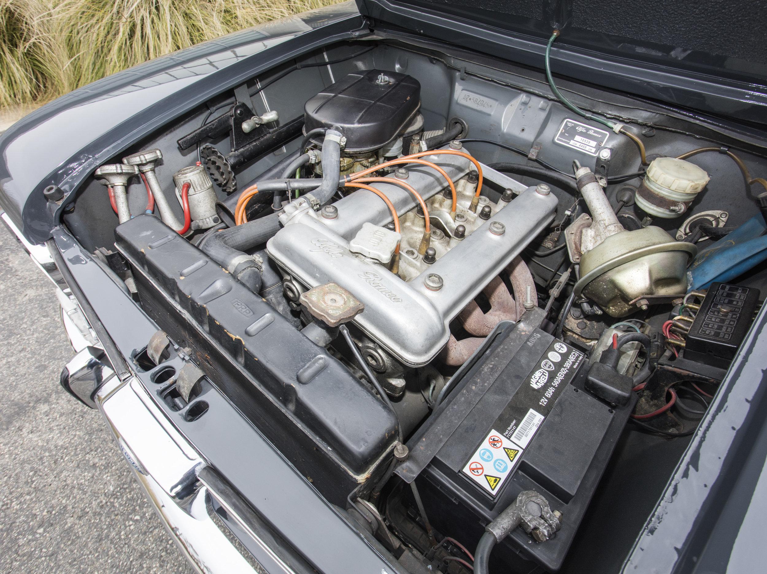 1966 Alfa-Romeo 1300 Giulia 31.jpg