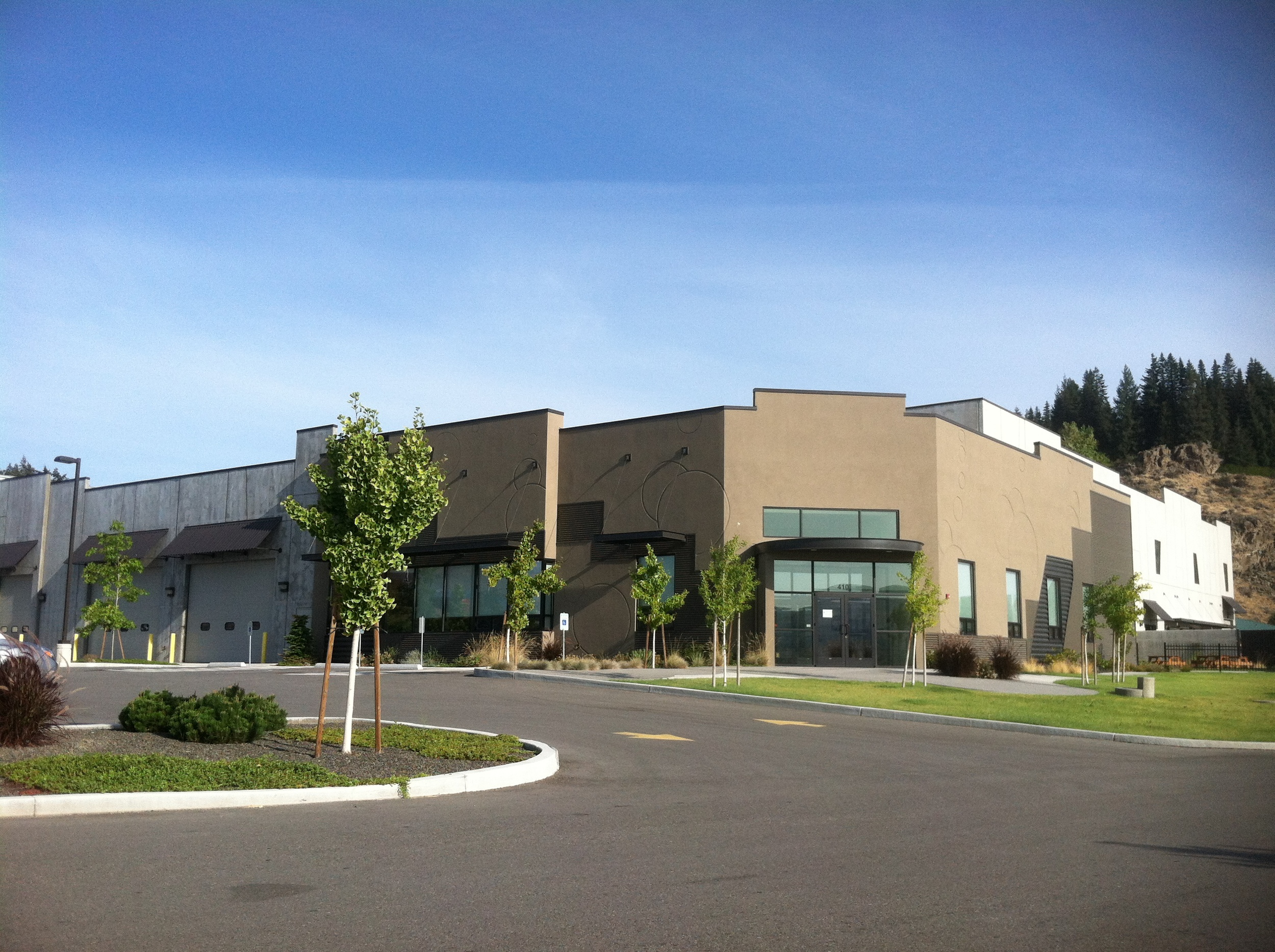 Weinstein Beverage's newest warehouse and distribution facility in Wenatchee Washington. Host to the beverage delivery company, Eastern Cascade Distributing, and Weinstein Wholesale solutions.
