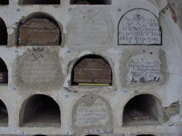 Inscriptions in the convent. Photo: Javier Balaguer, Jaime de Linos, and Gonzalo Tapia.