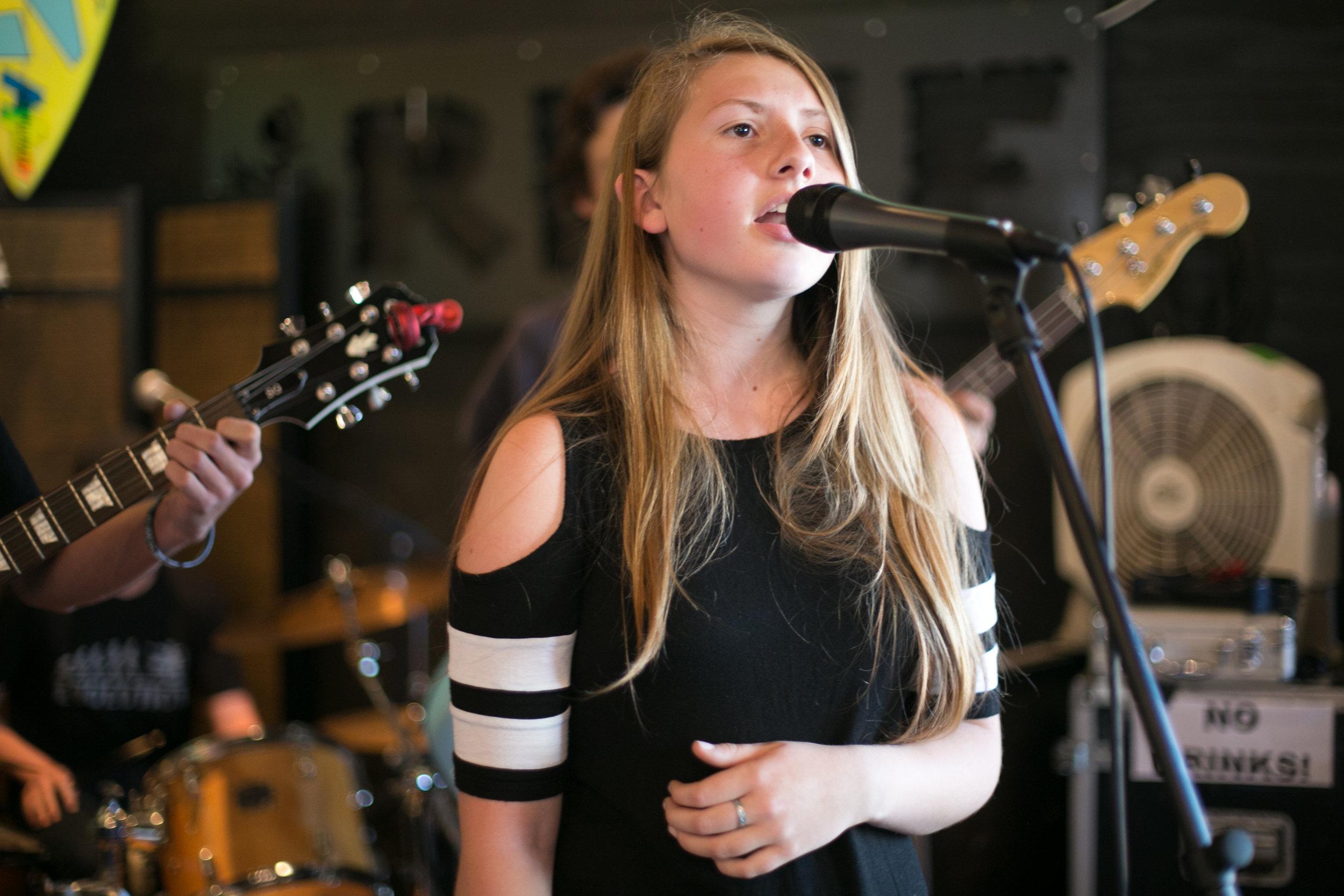 Maia on vocals