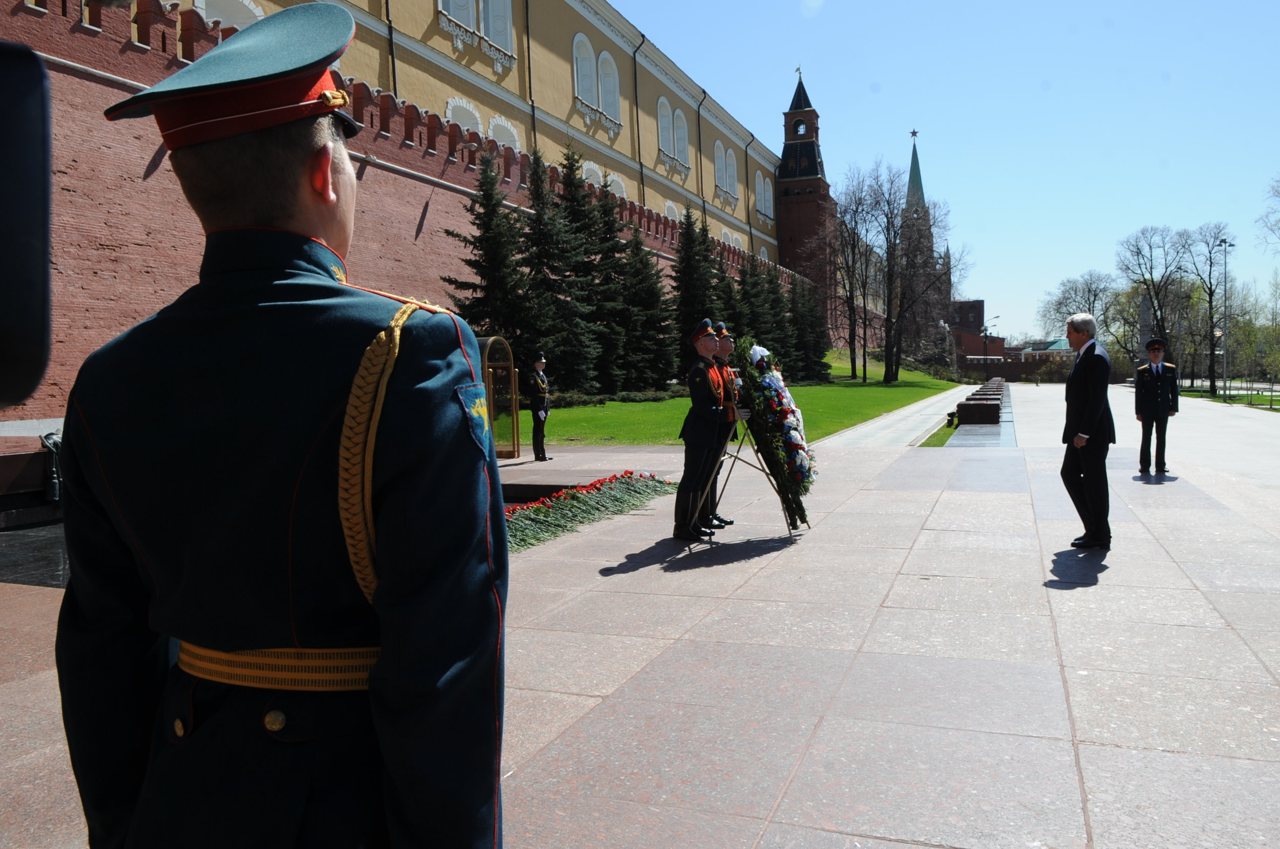 Secretary Kerry lays a wreath at the Russian Tomb of the Unknown Soldier at the base of the Kremlin Wall.