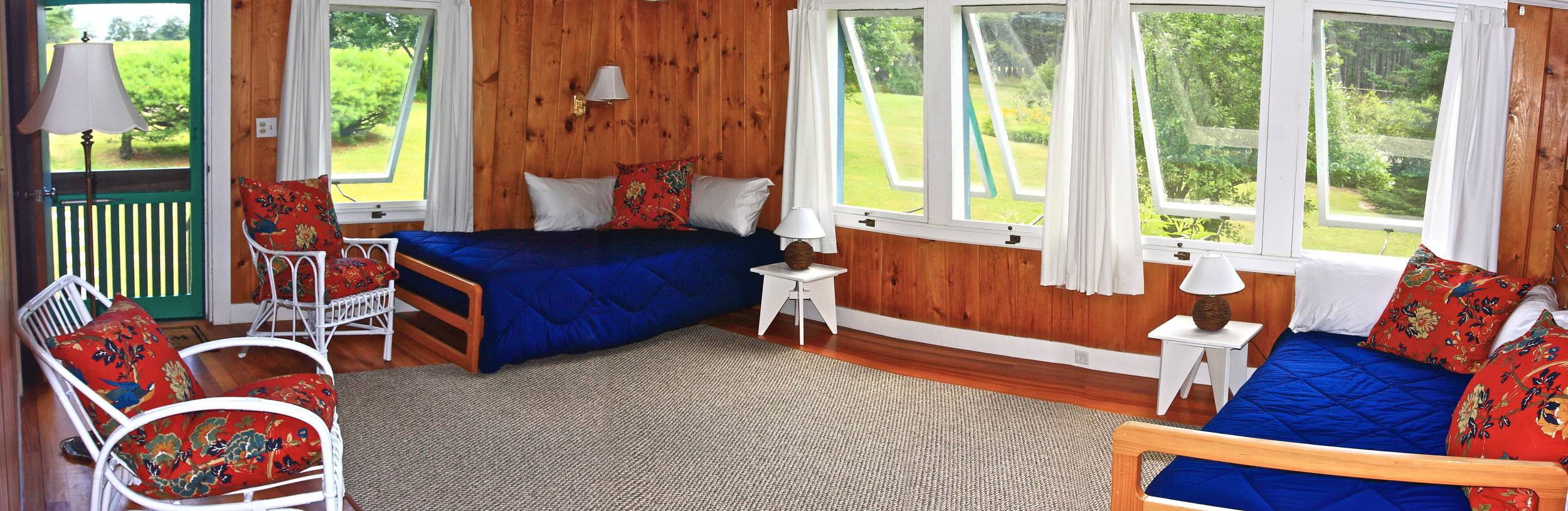 Southeast Bedroom, choose 1 king plus 1 twin or 3 twin beds