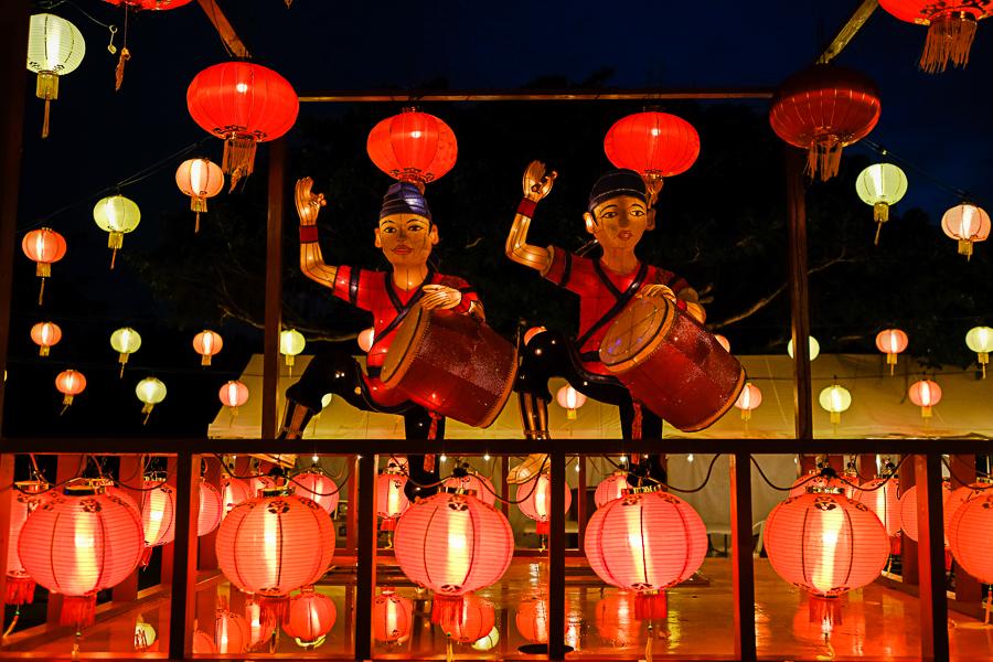 Taiko drummer lanterns on the stage