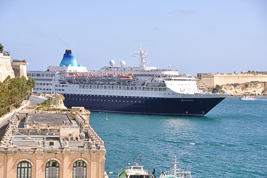 a nasty cruise ship dwarfs historic Valletta